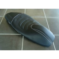 Selle KAN Carbone Coutures Blanche Honda PCX 125/150 v3 (2014-2015-2016-2017)